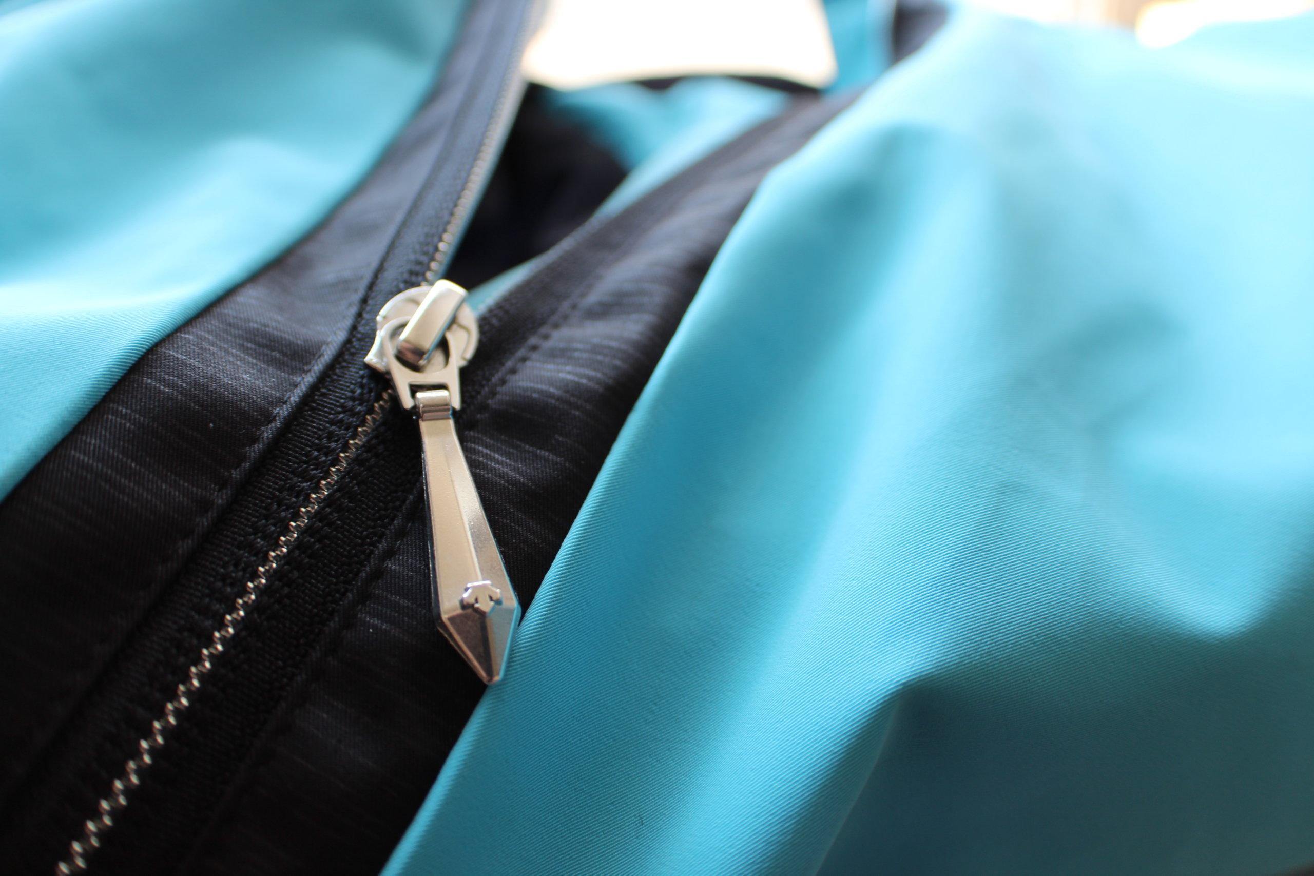 Descente jacket zipper
